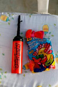 Air pumps and balloons - kids will love that!